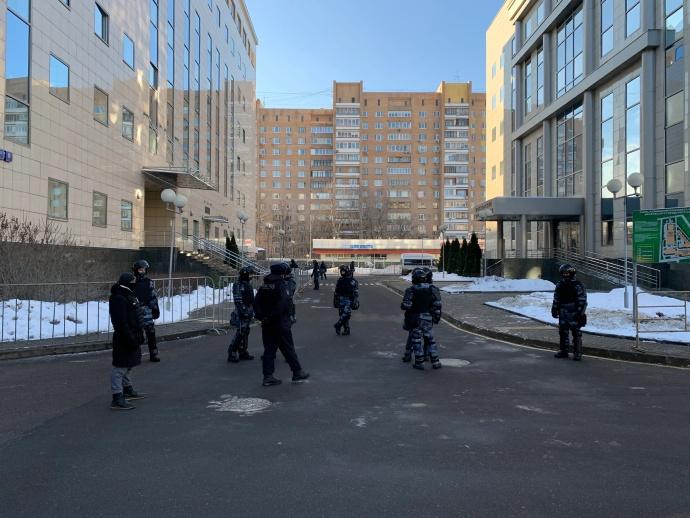 Во дворе Мосгорсуда. Фото: Дима Швец / Медиазона