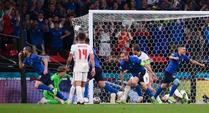 Италия - Англия: гол Бонуччи