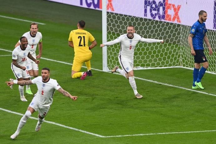 Италия - Англия: гол Люка Шоу