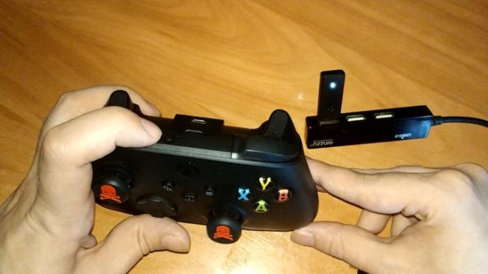 Подключение контроллера Xbox через фирменный адаптер