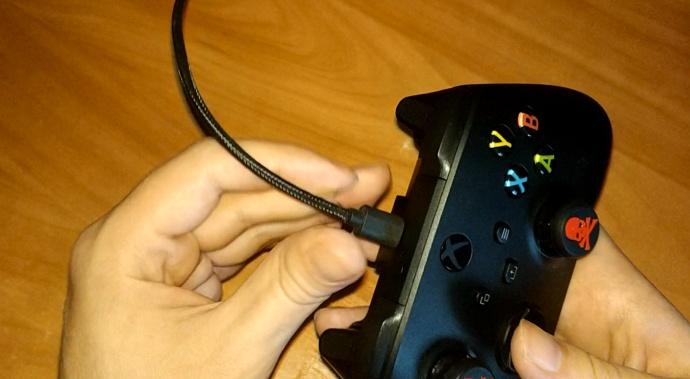 Подключение контроллера Xbox по кабелю